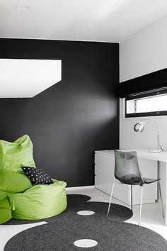 Villa Beauty - kohteen lastenhuone on maalattu Joker-maalilla ja sävy on Deco Grey -värikartasta 1900. #asuntomessut #tikkurila #asuntomessut2015 #joker #decogrey #lastenhuone #kidsroom #black