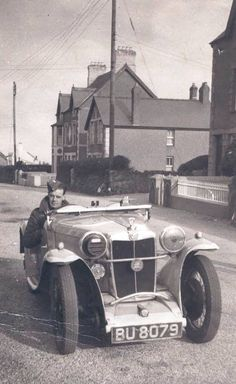 MG PA 1932 WW2 PA  WW2 England, note the blackout light mounted in the right headlight housing..JA