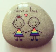 #artwork #artrocks #artstones #beachstone #girlswholikegirls #girlsrock #happy…