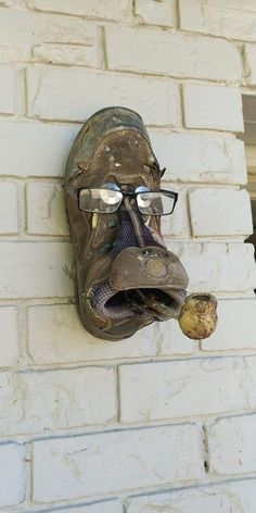 Metal Yard Art, Scrap Metal Art, Garden Deco, Garden Art, Garden Junk, Old Boots, Junk Art, Junk Metal Art, Metal Art Projects