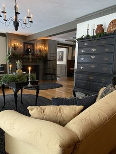 Colonial Decorating, Decorating Ideas, Decor Ideas, Primitive Dining Rooms, Primitive Furniture, Antique House, Georgian Homes, Keeping Room, Country Primitive