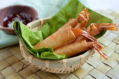 Shrimp and Cheese Spring Rolls - Jumbo shrimp, cheese, deep-fried to golden brown.the most amazing spring rolls recipe EVER Pork Recipes, Seafood Recipes, Appetizer Recipes, Cooking Recipes, Asian Appetizers, Wonton Recipes, Yummy Appetizers, Fish Recipes, Cooking Tips