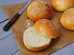 Buns briochés: Pains burger ultra moelleux Burger Kitchen, Burger Buns, Hamburger Recipes, Bread And Pastries, Good Food, Food And Drink, Tasty, Nutrition, Meals
