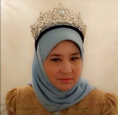 HRH Crown Princess Azizah of Pahang, Malaysia, wearing the tiara.