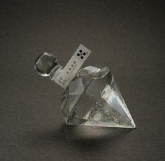 Here's another prism bottle hiba al-sharif 人気のダイヤモンドボトル】DIAMOND GOLD【楽ギフ_包装】  Sochu. PD