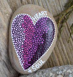 CORAZÓN y alma pintada rock arte rupestre por BeachMemoriesByJools