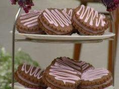 Galleta de chocolate con beso de frambuesa