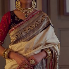 Am in love with the craftsmanship of this gorgeous saree. Designer could not find. I have my guess, but… Indian Dress Up, Indian Attire, Indian Wear, Indian Outfits, Pakistani Outfits, Indian Style, Indian Sarees, Silk Sarees, Ethnic Sarees