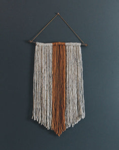 Beautiful Wall Hanging Macrame Idea (64) Yarn Wall Art, Yarn Wall Hanging, Diy Wall Art, Diy Wall Decor, Wall Hangings, Palette Deco, Crafty Craft, Crafting, Arts And Crafts