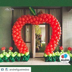 Portal da Maçã para coroar a entrada da Princesa Maria by @andrefigueiredoo #Repost @andrefigueiredoo with @repostapp. ・・・ Foto linda que recebemos de @alineralin  festa linda de @crissreis  #nossosbaloesemtodasasocasioes  #gracepires  #brancadeneve  #andrefigueiredo  #temqueteramor  #balloonsdesigners
