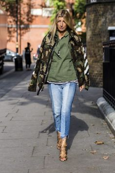 Streetstyle mit Denim Patchwork: Sarah Rutson (Buyer Net-A-Porter) Jeans Trend, Denim Trends, Casual Chic, Fall Fashion Outfits, Stylish Outfits, Sparkly Outfits, Denim Look, Future Fashion, Fashion Books