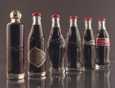 Funny pictures about The evolution of the Coca-Cola bottle. Oh, and cool pics about The evolution of the Coca-Cola bottle. Also, The evolution of the Coca-Cola bottle photos. Coca Cola Vintage, Coca Cola Light, Garrafa Coca Cola, Coca Cola History, Always Coca Cola, Coca Cola Bottles, Coke Cans, Branding, Iconic Photos