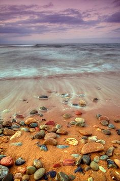 jewels on the beach......oooooh......wish I was there to pick up those beautiful stones!!!!!