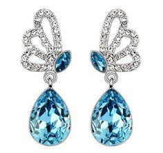 Boucles d'oreilles pendantes papillons avec des cristaux Autrichiens et des oxydes de zirconium. Dimensions: hauteur 3cm et largeur 1cm.