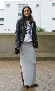 abbigliamento-casual-donna-gonna-grigia-lunga-t-shirt-. Moda CortaModa Da  DonnaTendenze Della ModaAbiti Di ... 568254e8f62