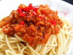 Pork mince with pasta recipes Pasta Sauce Recipes, Spaghetti Recipes, Pork Recipes, Pork Mince, Good Food, Ethnic Recipes, Healthy Food, Yummy Food