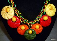 """Vintage 1930s Circus Of Colors (Red, Yellow and Green) Bakelite Celluloid Carved Stylized Pin Wheels 19"""" Necklace - detail"""