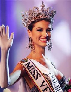 Who is Stefania Fernandez. Is Stefania Fernandez Krupij celebrity. who Is Star Stefania Fernandez and who is real celebrity, find out at Star No Star. Dayana Mendoza, My Beauty, Beauty Women, Stefania Fernandez, Miss Venezuela, Intelligent Women, Beauty Contest, Miss Usa, Granite