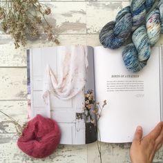 Será por proyectos bonitos! Lo único que necesito es tiempo alguien sabe dónde se esconde? . #lana #lanas #yarn #wool #litlg #puralana #handdyedyarn #lainemagazine #mohair #knit #knitting #punto #tricot #tejer #strikken #knitlife #igknitter #knittieg #frameable #mylifestyle #neverenoughtime #slowknitting #ohlanas #lanasconhistoria