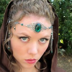 Also maybe wood elvish or gray elvish Head Jewelry, Diy Jewelry, Jewelery, Jewelry Making, Fashion Accessories, Hair Accessories, Renaissance Jewelry, Circlet, Queen