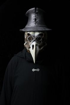 The Harbinger plague doctor mask with top hat. by Ministryofmasks