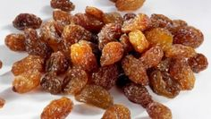 Are raisins good for you? Raisins are very good for our health, in fact, they are considered to be the most nutritious dried fruits in the whole world. Raisins Benefits, Dog Food Recipes, Snack Recipes, Green Grapes, Health Benefits, Healthy Snacks, Health And Wellness, The Cure, Food And Drink