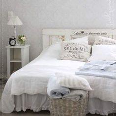 Kuvahaun tulos haulle olohuoneen sisustus Minimalist Room, Old Houses, Sweet Dreams, Sweet Home, Shabby Chic, House Design, Bedroom, House Styles, Inspiration