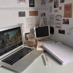 School Organization Notes, Study Organization, Study Desk, Study Space, Study Areas, Study Room Decor, Bedroom Decor, School Study Tips, Aesthetic Room Decor