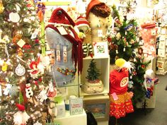 Eclectics, decked out for holiday shopping.