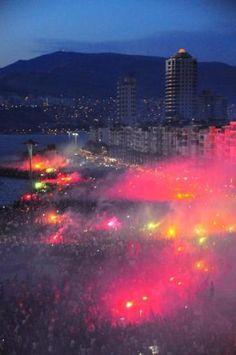 İzmir'de Gezi Parkı coşkusu #direntaksim #direngeziparkı