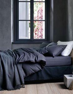 H&M Home : notre sélection déco à moins de 40 € - Elle Décoration Simple Bedroom Design, Design Your Bedroom, Modern Bedroom, Furniture Styles, Furniture Decor, Bedroom Storage, Bedroom Decor, Grand Vase En Verre, H & M Home