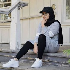 Hijab-Outfits für das Fitnessstudio – Just Trendy Girls - Muslim Fashion Islamic Fashion, Muslim Fashion, Modest Fashion, Fashion Outfits, Fashion Trends, Casual Hijab Outfit, Hijab Chic, Sports Hijab, Street Hijab Fashion