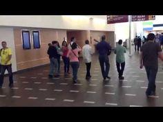 Parranda navideña en el aeropuerto de San Juan Puerto Rico - YouTube