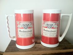 2 VINTAGE THERMO-SERV 16 oz PLASTIC BUDWEISER BEER RED WHITE HANDLED  MUG CUP