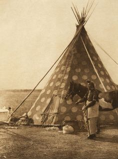 A Blackfoot tipi (The North American Indian, v. XVIII. Norwood, MA, The Plimpton Press, 1928)