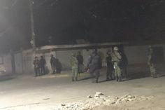 Dos enfrentamientos entre presuntos delincuentes y efectivos del Ejército el miércoles por la noche en el poblado de Palmarito Tochapan, en el oriente del estado de Puebla, causaron nueve muertos, ...