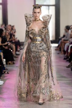 Elie Saab Herbst/Winter Haute Couture - Fashion Shows Fashion Week, Fashion 2020, Runway Fashion, Girl Fashion, Fashion Show, Vogue Fashion, Elie Saab Couture, Prom Dress Couture, Style Couture