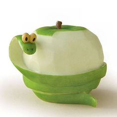 Home Grown Veggie Animal Figurine - Green Apple Snake (food art animals) Vegetable Animals, Fruit Animals, Deco Fruit, Creative Food Art, Food Art For Kids, Fruit And Vegetable Carving, Food Carving, Food Decoration, Best Fruits