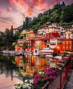 Comuna de Varenna, Lombardia, província de Lecco, Itália