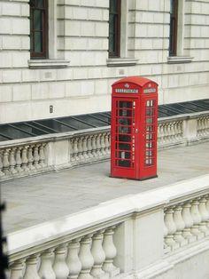 Telefon by Flygstolen, via Flickr #England #Storbritannien #Great #Britain #City #Stad #Huvudstad #Travel #Resa #Resmål #Europe #Europa #phonebooth #phone #booth #telefonkiosk