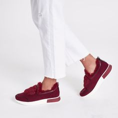 Fluffy dark red sneaker from River Island - yay or nay? 😜  Read our weekly shoe reviews in our blog: www.highheelcloset.com or link in the description ☝💋 #highheelcloset #highheels #slipper #redshoes #shoechallenge
