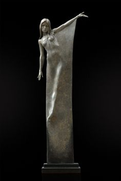 The incredible sculptor who captures feminine grace and elegance inbronze