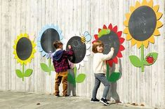 Outdoor Mark Making Chalkboard Daisies a Kids Outdoor Play, Outdoor Play Areas, Kids Play Area, Outdoor Playground, Outdoor Learning, Backyard For Kids, Outdoor Art, Outdoor Activities, Childrens Play Area Garden