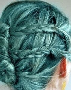 blue! 3 braides knotty bun things.. like