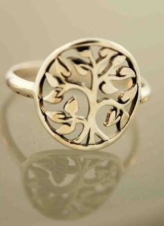 I want..but in silver or white gold :)