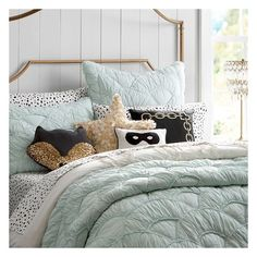 PB Teen The Emily + Meritt Scallop Duvet Cover, Twin, Black/Egret at... ($129) ❤ liked on Polyvore featuring home, bed & bath, bedding, quilts, paris twin bedding, parisian bedding, twin extra long bedding, pbteen bedding and x long twin bedding