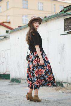 Flowers on my skirt - Maddinka