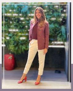 """Estilo da Flá on Instagram: """"O que vocês acham de blusa ➕ casaco em tom similar? Conseguem perceber que essa combinação traz uma unidade ao look? 🙋♀️ E se a ideia for…"""""""