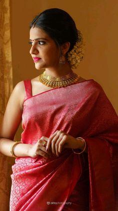 Kerala Bride, Very Beautiful Woman, Kanchipuram Saree, Bridal Outfits, Bridal Looks, Sari, Gowns, Festive, Hair Styles