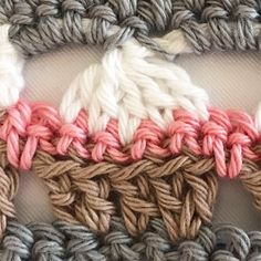 Crochet Border Stitch Crochet cupcake stitch border free pattern - Here you can find all crochet patterns made by 23 year old Wilma Westenberg from the Netherlands. All crochet patterns are free and some even include videos Crochet Boarders, Crochet Edging Patterns, Crochet Circles, Loom Patterns, Crochet Stitches Free, Tunisian Crochet, Learn To Crochet, Crochet Edgings, Cross Stitches